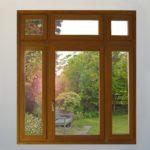 Ξύλινο παράθυρο με φεγγίτη